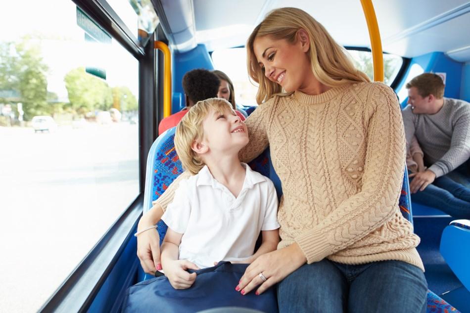 Šeima keliauja autobusu Kautra